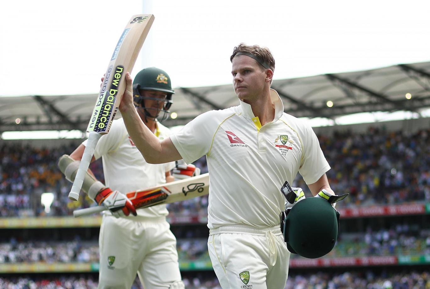 Australia all out at 328 to lead England by 26 runs