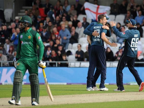 England beat Pakistan by 54 runs in 5th ODI at Leeds