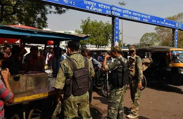 Four CRPF jawans injured at Raipur railway station.