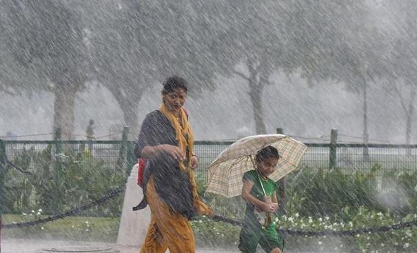 Incessant rains lash Kerala;