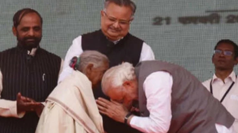 Narendra Modi took to Twitter to talk about a 106-year-old woman Kunwar Bai who inspired him