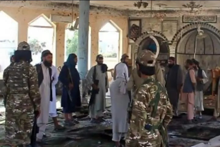 At least 16 people were killed and 32 wounded when explosions hit a Shiite mosque in the Afghan city of Kandahar on Friday