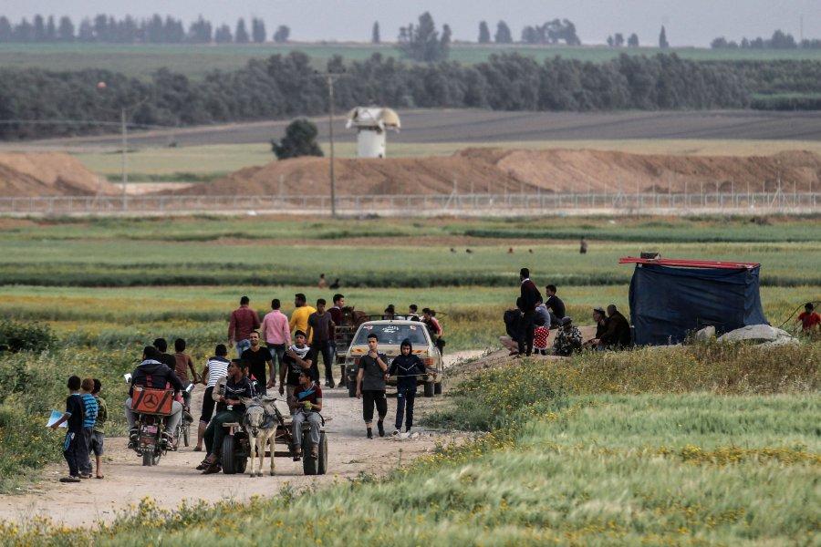 A Palestinian farmer has been killed by Israeli artillery fire near Khan Yunis in Gaza.