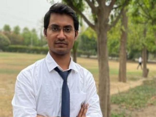 Bihar Man Could Not Take IIT Entrance Due to Fund Crunch, Years Later Son Tops Civil Services