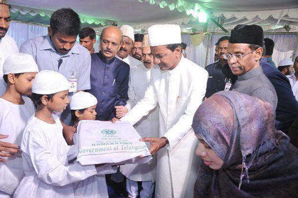 Telangana govt distributes Ramzan gifts
