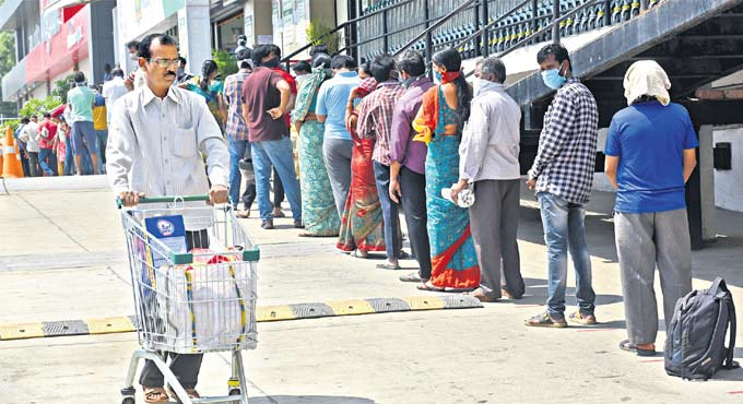 Lockdown effect: People in Hyderabad rushed to supermarkets to buy essential commodities