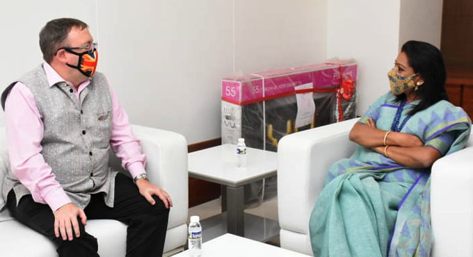 UK envoy calls on GHMC Mayor