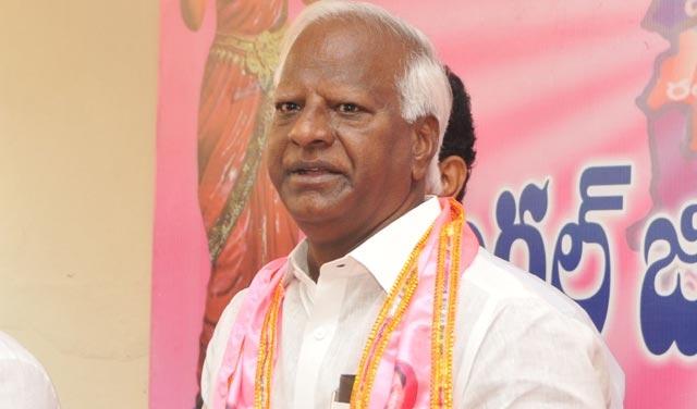 Kadiyam Srihari assures parents on School fee regulation report