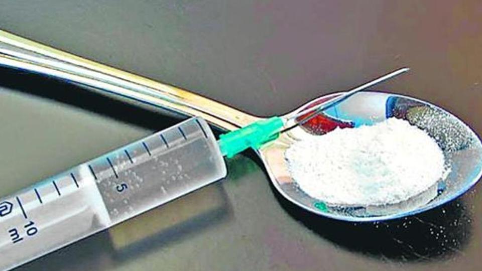 drugcase:sitpreparessecondlistforinterrogation