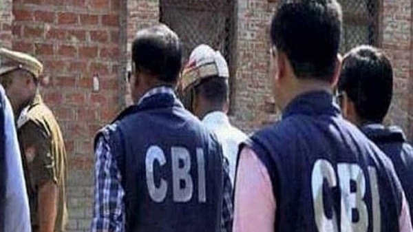 Customs official, cop in CBI net in connection with a bribe case.