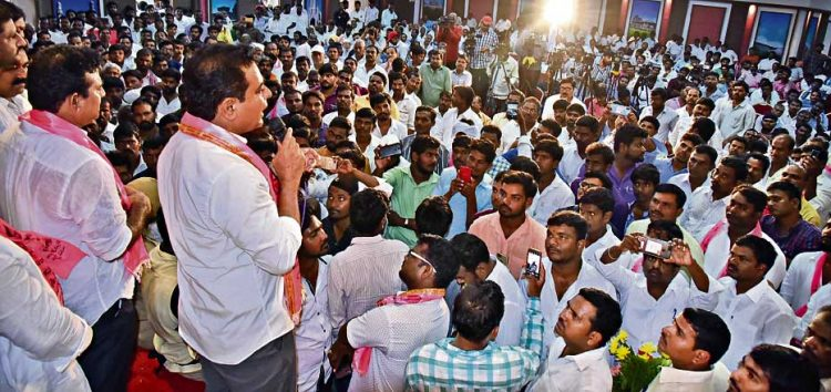 Elect 16 TRS MPs for say in Centre: KTR