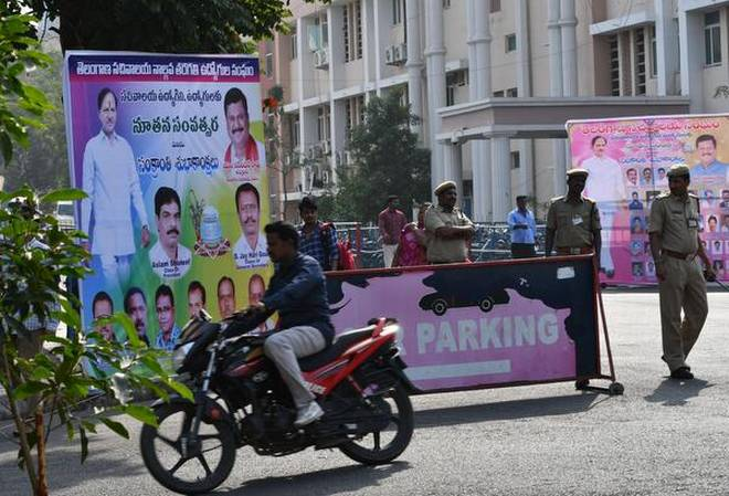 GHMC removes flexies, hoardings of political parties