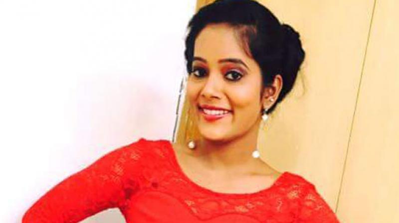 TV anchor Nirosha commit suicide in Secunderabad