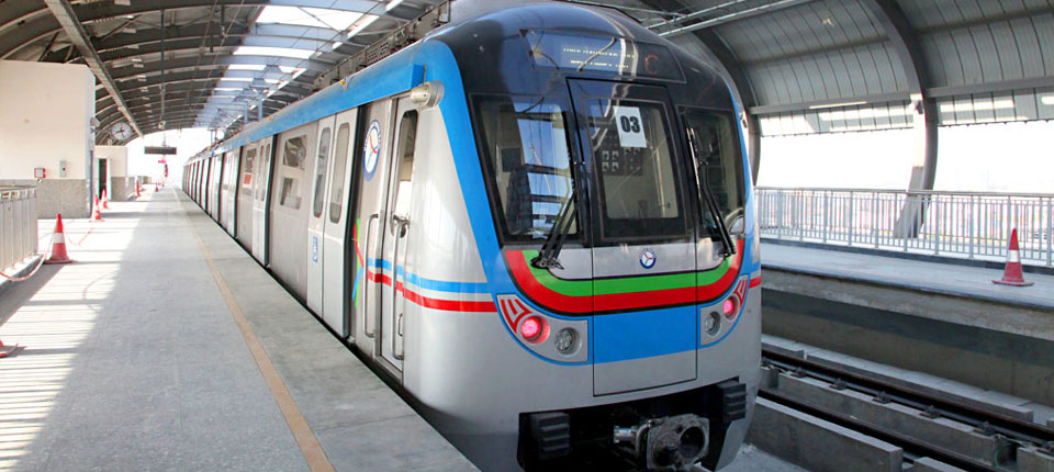 4.5 lakh people use smart cards to travel in metro rail