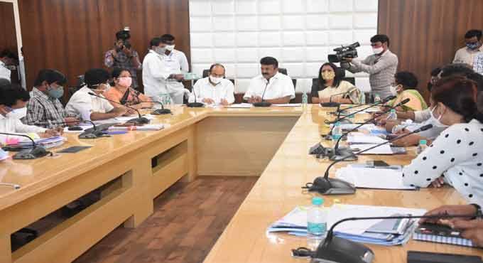 T Srinivas Yadav instructs the GHMC officials to expedite the nala desilting works