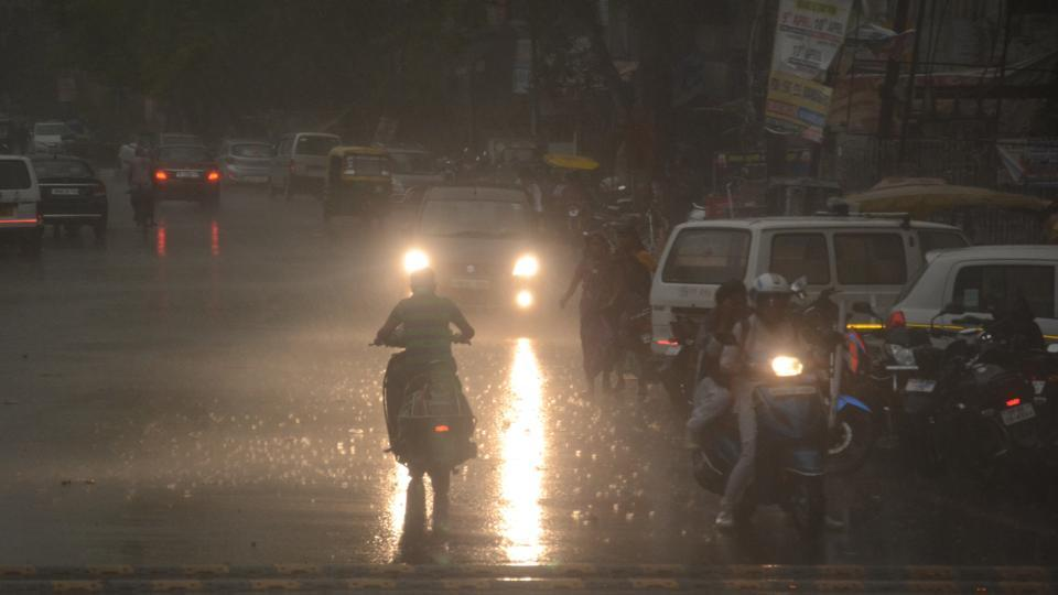 Rain with thunderstorms lash parts of  Hyderabad