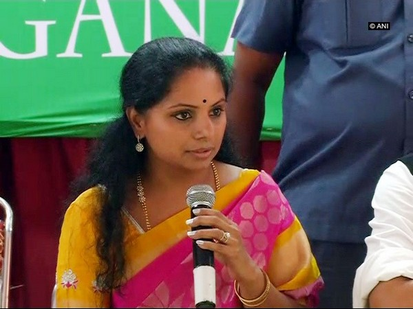 Kavitha hits out at Modi, Rahul for misguiding people