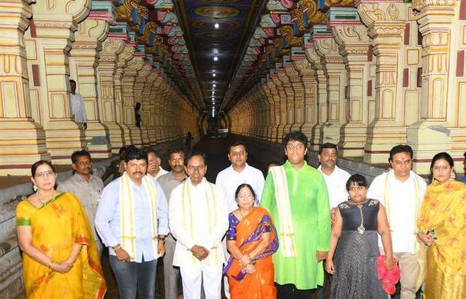 KCR worships at Rameshwaram, TN