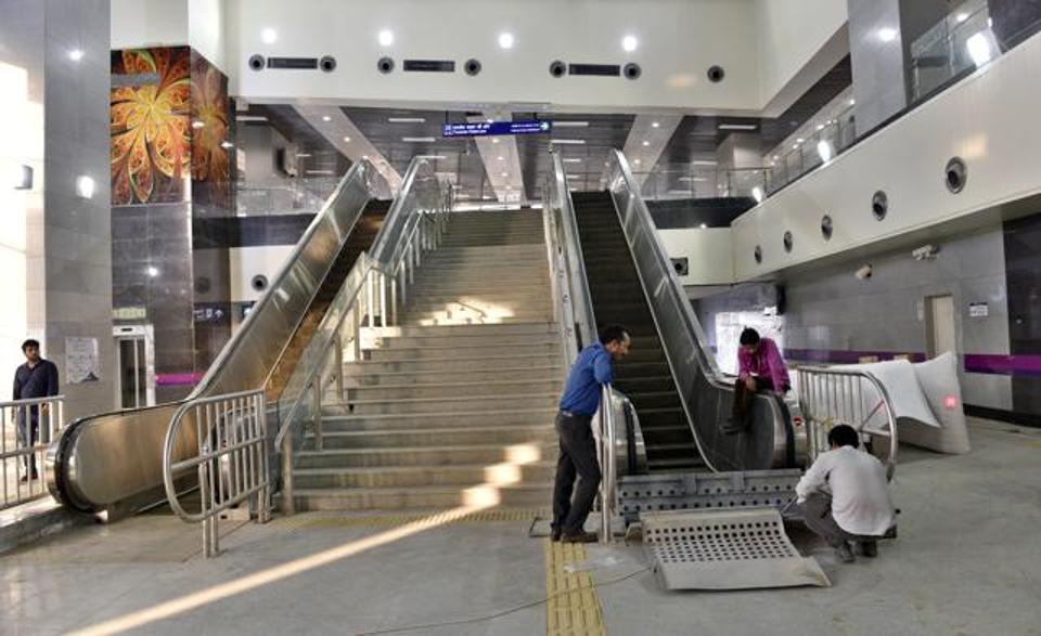 Metro Rail to shut escalators in non-peak hours