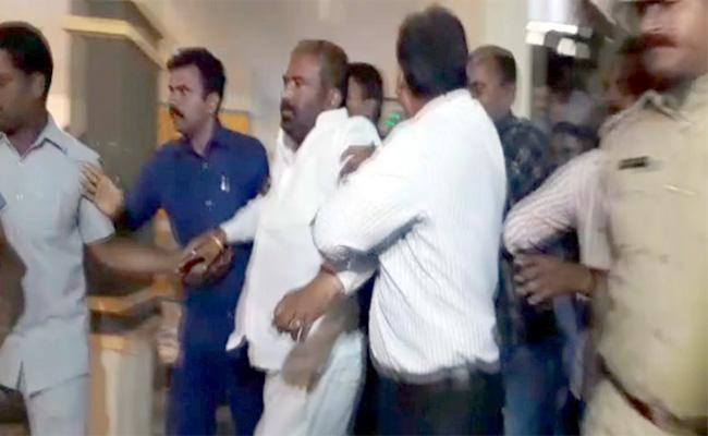 TSRTC union leader continues fast in hospital