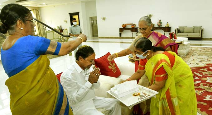KCR says Rakhi symbolises the bond of love and affection between brothers and sisters
