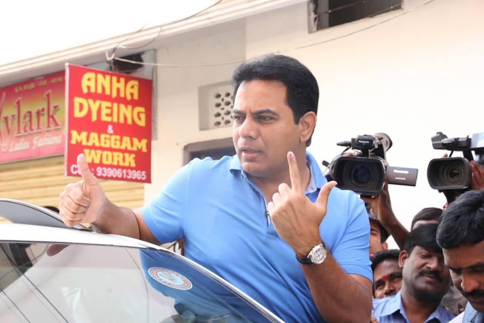 Rahul visits Ananthpur, mingles with people