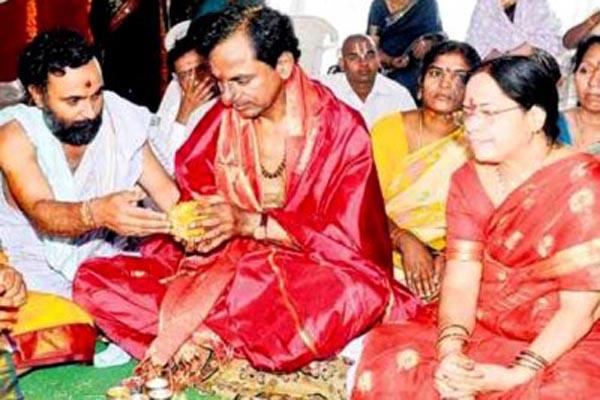 KCR holds yagam at Medigadda ahead of Kaleshwaram inauguration