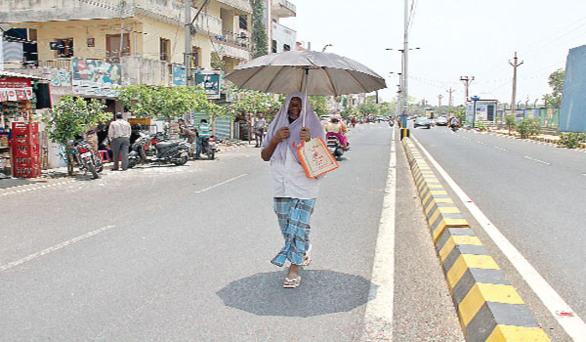 Hyderabad sizzles at 44 degree Celsius