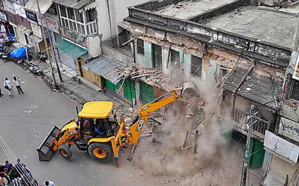 GHMC pulls down 24 dilapidated buildings