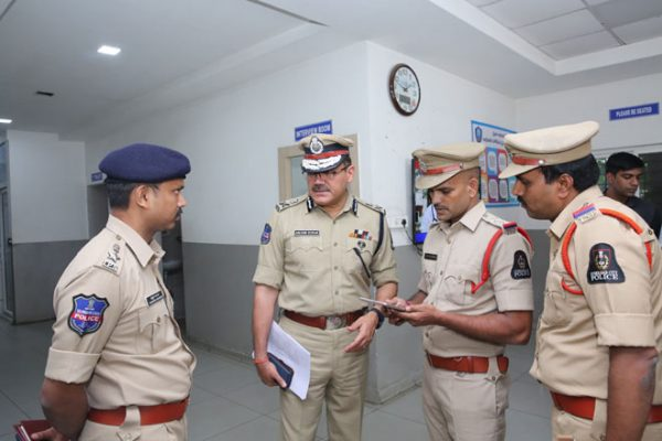 CP Anjani Kumar makes surprise visits to Begumpet PS