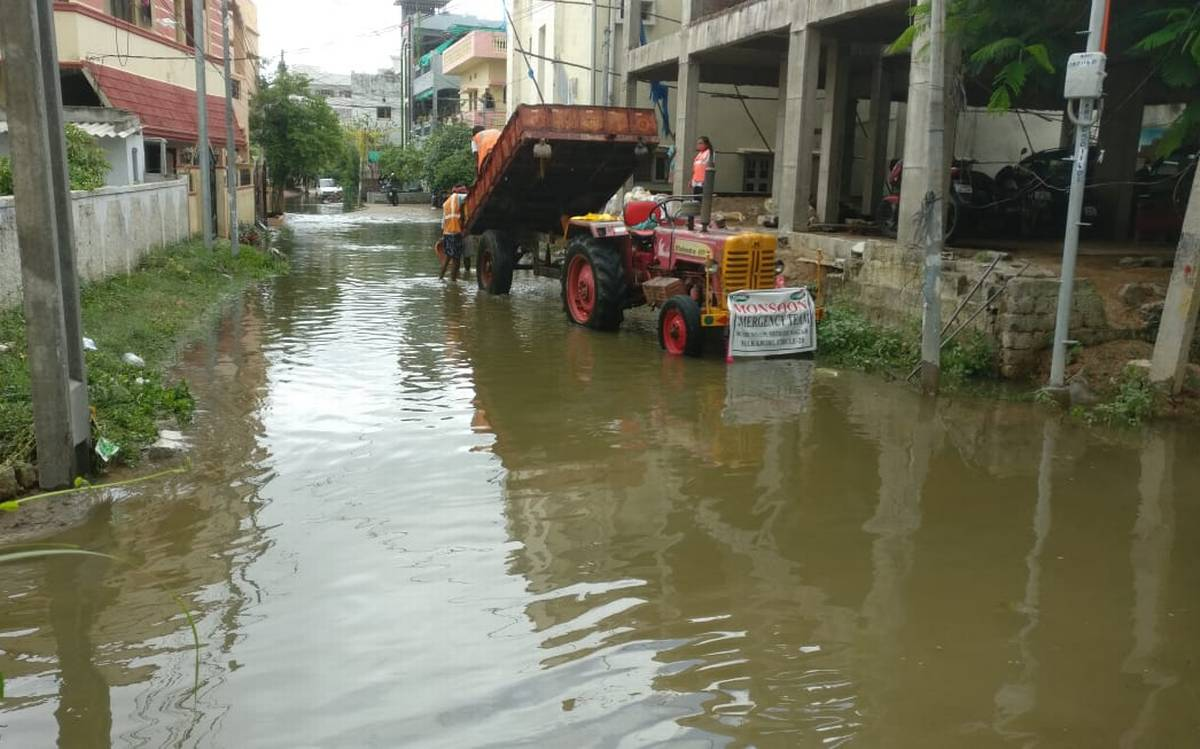residentiallocalitiesinsaroornagarnagoleandhayatnagarwereinundatedwithrainwater