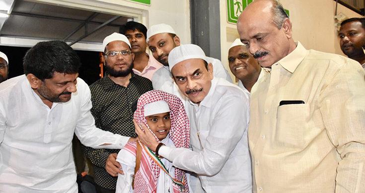 Mahmood Ali welcomes returning first batch of Haj pilgrims