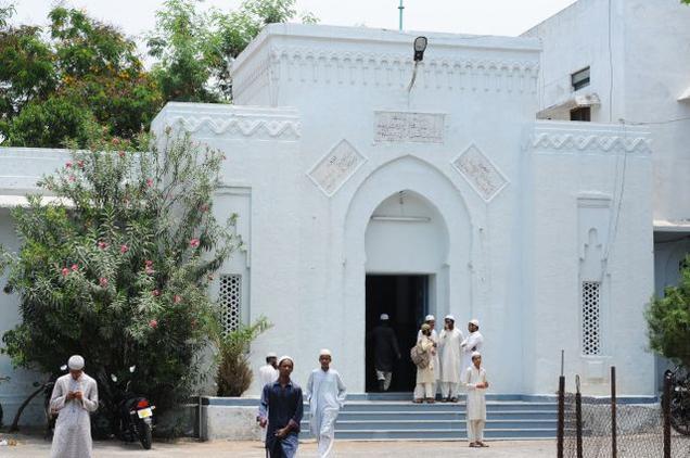 AK Khan visits Jamia Nizamia to inspect construction works