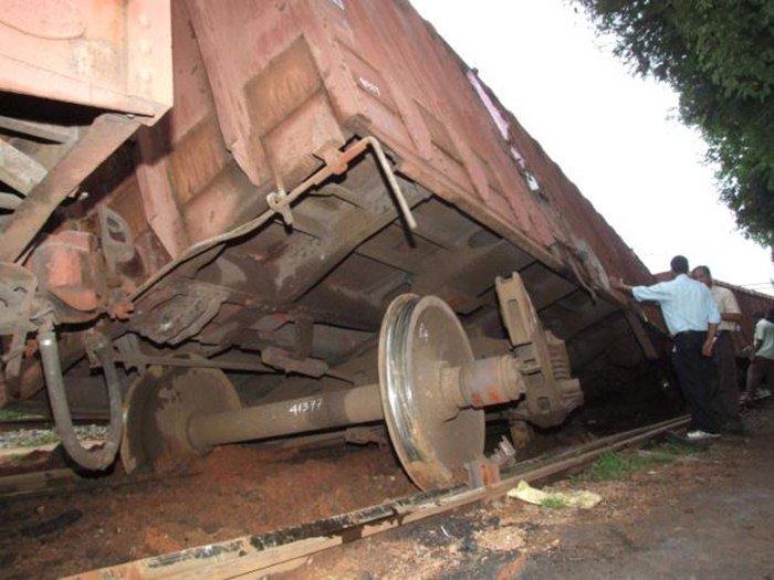derailmentofgoodstrainatwihirgaonstationonkazipetbalharshahsection:trainscancelleddiverted
