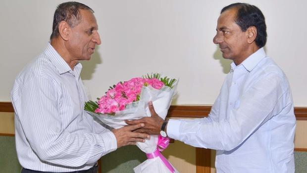 CM K Chandrasekhar Rao meets Governor ESL Narsimhan