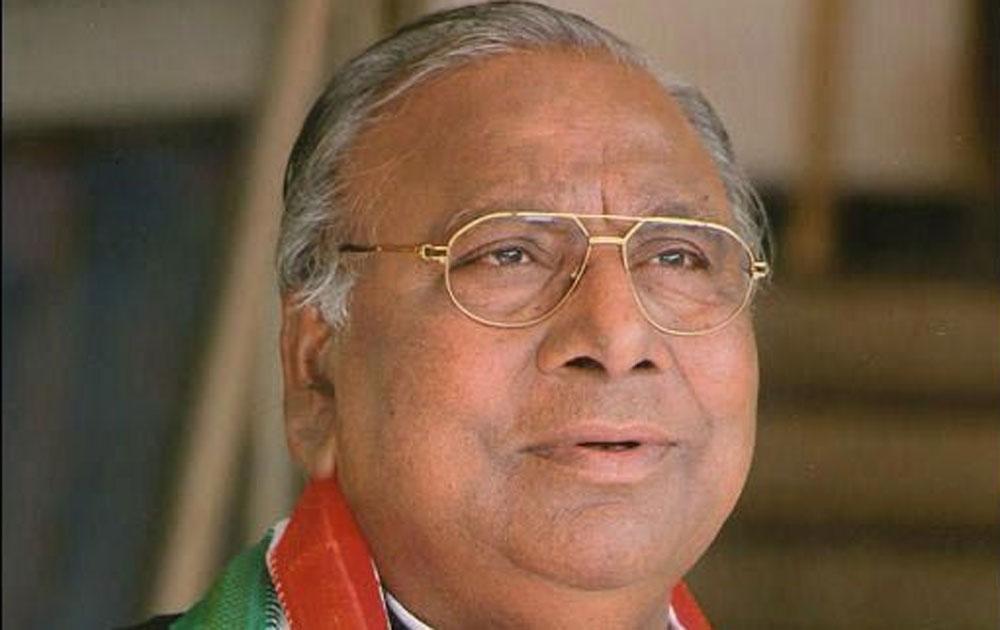 VHR asks TPCC not to organise YSR's anniversaries until Karunakar Reddy withdraws his  remarks
