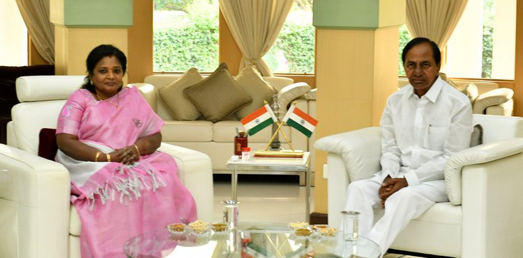 KCR meets Governor at Raj Bhavan