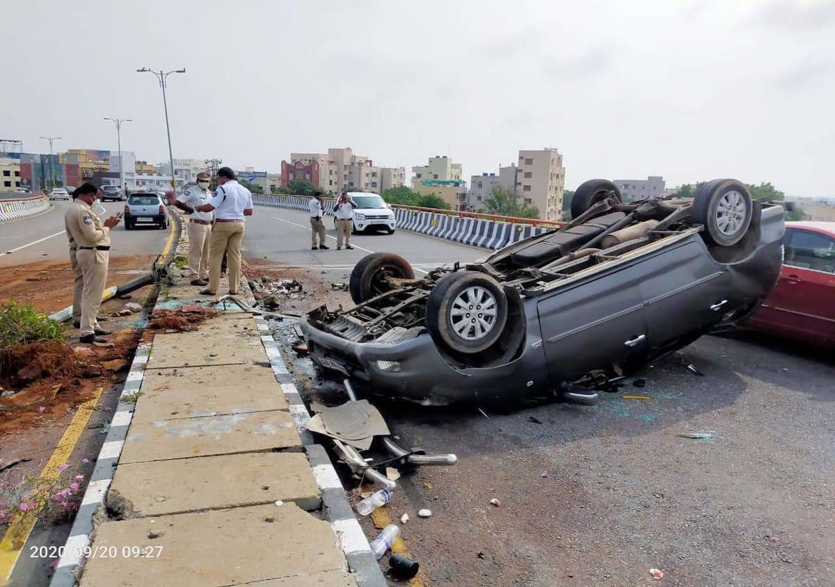 Car overturns at PVNR Expressway, four injured