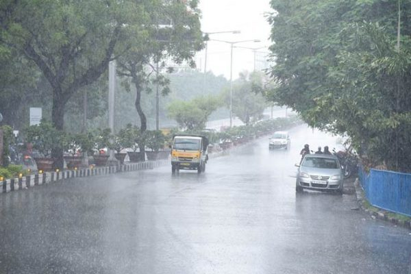 Hyderabad receives heavy downpour on Sunday