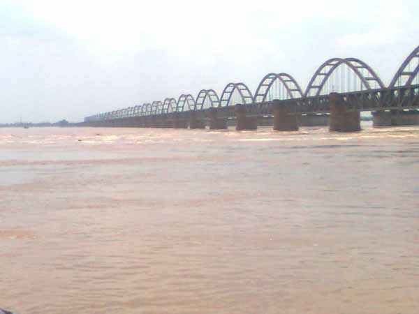 People alerted as Godavari reaches first warning level