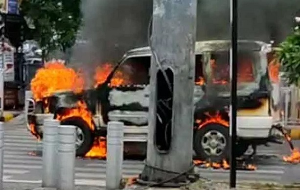 Hyderabad: Police Escort Vehicle Catches Fire in Khairatabad