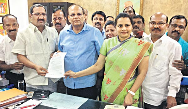 JAC of Telangana employees meet CS Somesh Kumar