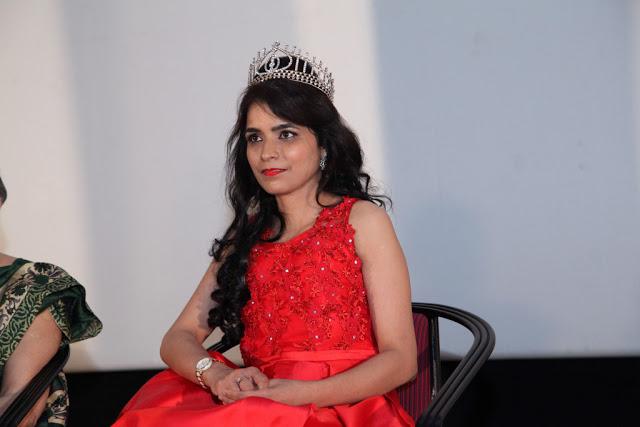 Hyderabadi Woman Wins Mrs India 2017 Title