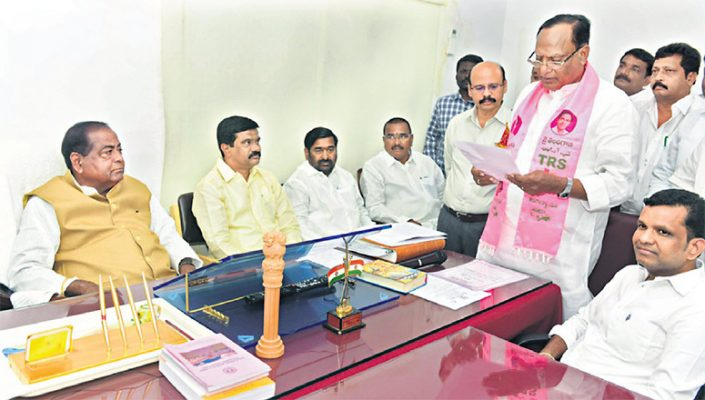 Sukhender Reddy takes oath as MLC