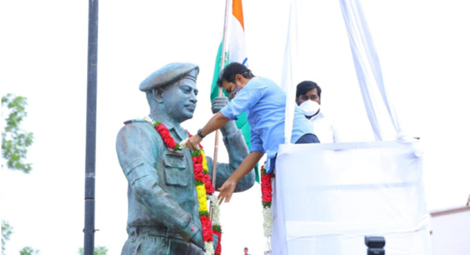 KTR unveils statue of Galwan hero Col. B Santhosh Babu