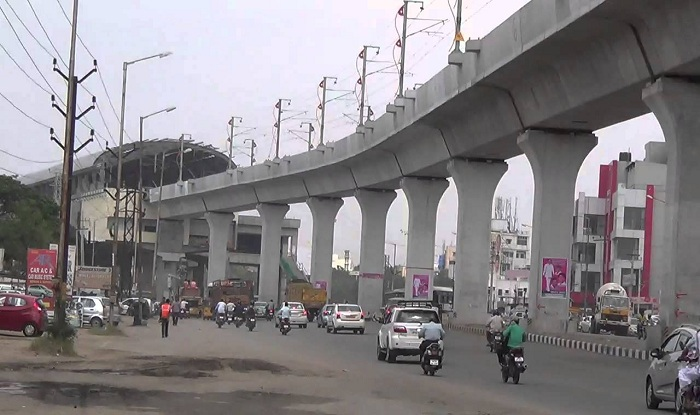 Bike rams Metro pillar at Mettuguda; 3 killed