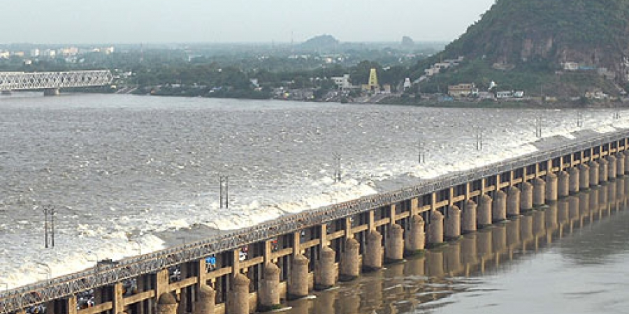 Telangana, Andhra Pradesh CMs ask officials to make strategy to divert Godavari water into Srisailam project