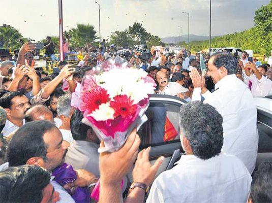 Grand welcome to KCR at Tirumala