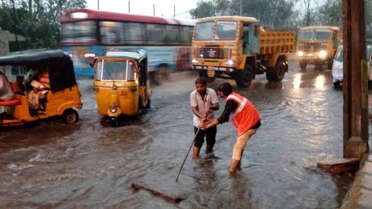 Heavy rain lashes Hyderabad