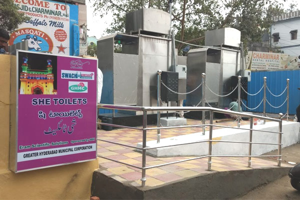 GHMC chief inspects sanitation facilities in Charminar